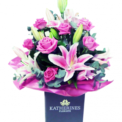 Rose and Lily Hand-Ties Flowers Bouquet (Available in various colours)