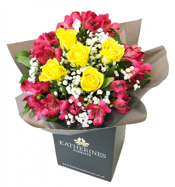 Yellow or White Chic Roses and Alstroemeria Flowers Bouquet