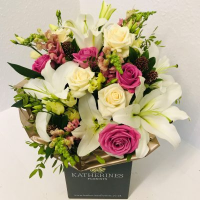 Seasonal Chic Hand-tied Flowers Bouquet