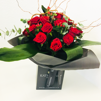 Luxury Red Rose and Berry Hand-Tie Flowers Bouquet