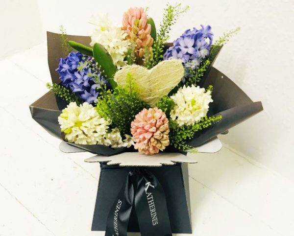 Scented Hyacinth Heart Hand-Tie Flowers