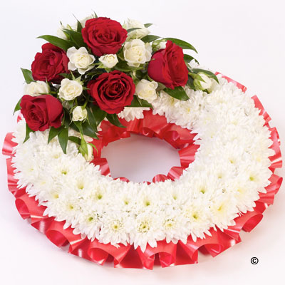 Traditional Wreath - White and Red