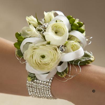 White Elegance Corsage